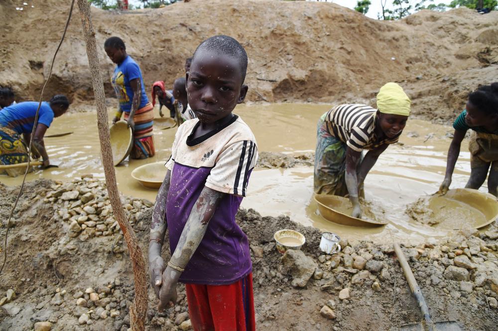kinderarbeit in den minen der demokratischen republik kongo humanium wir verwirklichen. Black Bedroom Furniture Sets. Home Design Ideas