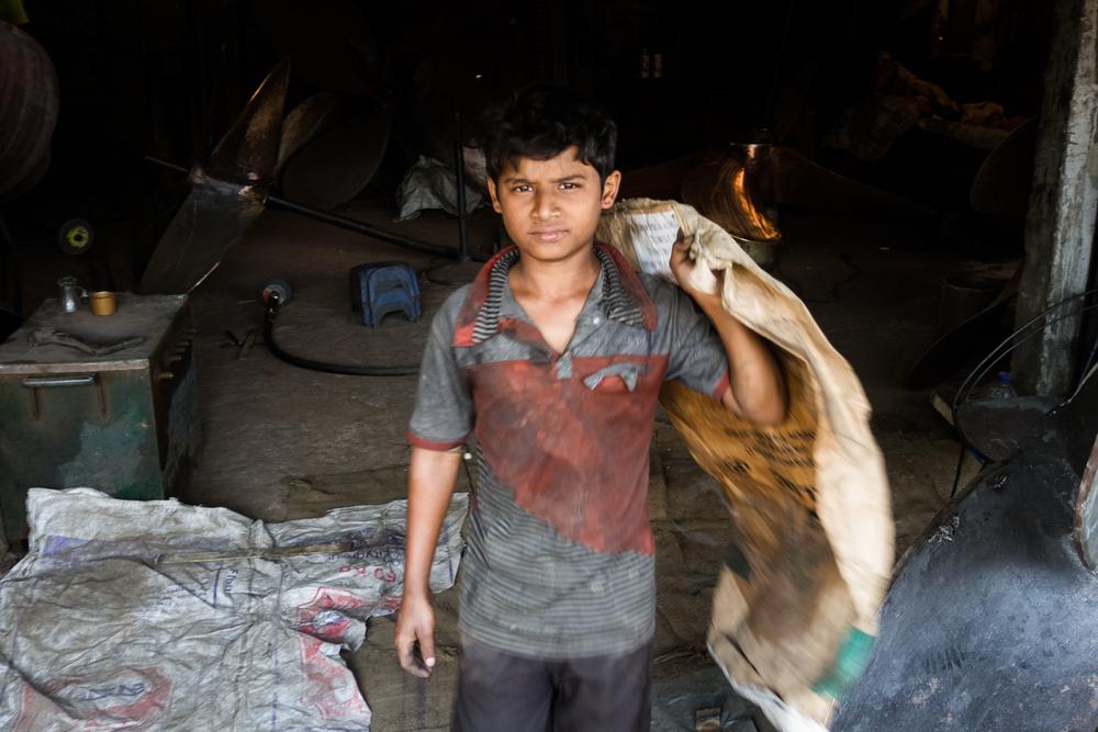 Au Bangladesh, l'enfance exploitée entre prostitution et ateliers - Humanium