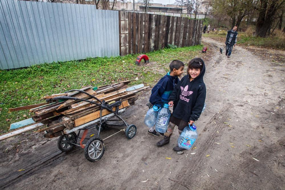Roma children in France - Humanium
